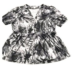 Michael Kors blouse Black Gray and White print 2X